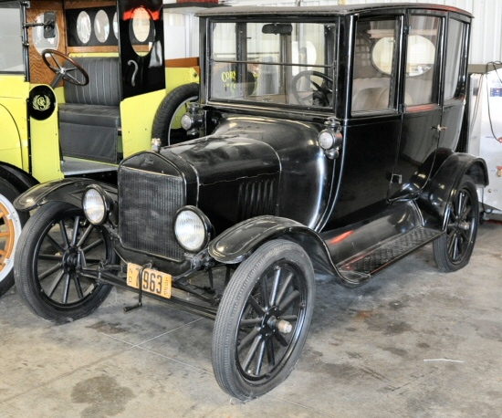 1922 ford model t town car. Black Bedroom Furniture Sets. Home Design Ideas