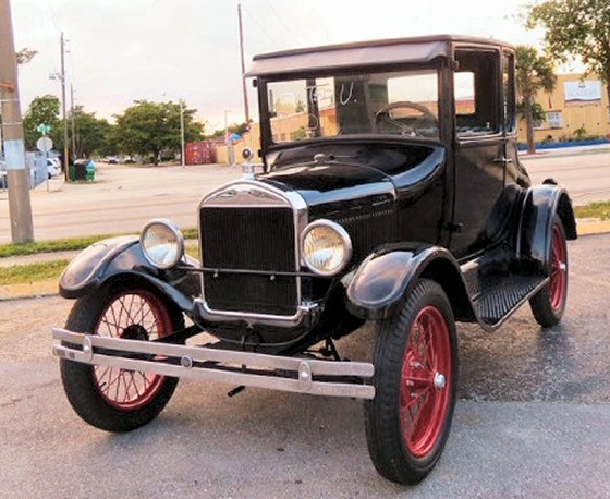 Photo of 1924 Ford Model T 2 Door Sedan