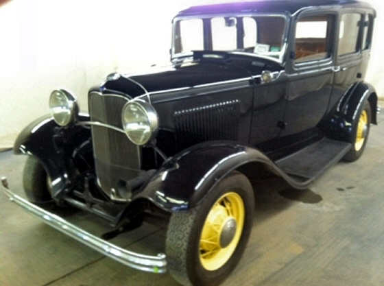 1932 ford 4 door deluxe sedan for 1932 ford four door