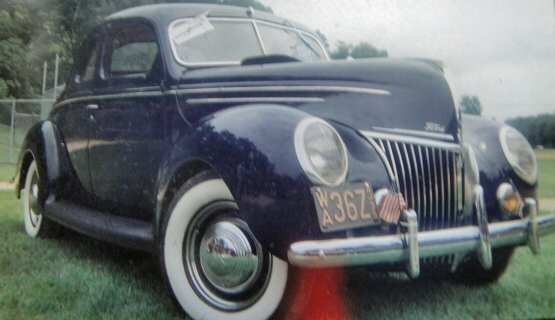 Photo of 1939 Ford Deluxe 5 window Coupe
