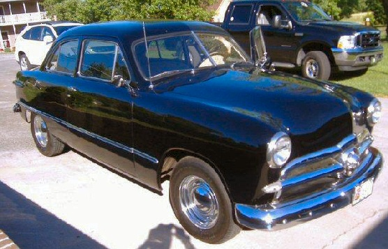 1949 FORD CUSTOM 2 DR SEDAN