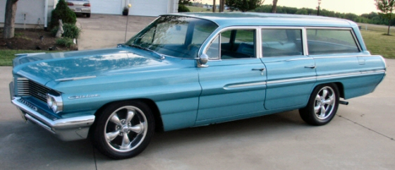 Photo of 1962 Pontiac Catalina Safari Station Wagon