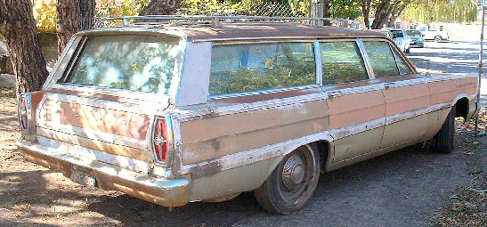 1965 Ford Country Squire 9 Passenger Woody Stationwagon